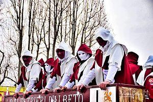 Fate largo ai Balestrieri, protettori di Albeto!